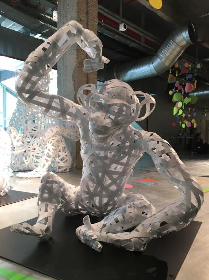 un singe pour l'installation Jungle Battle, dans le cadre de l'expo PLAY! aux Docks, été 2016
