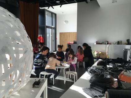fabrication des piquants du hérisson par un centre de loisirs maternelle
