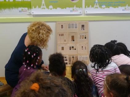 Atelier conté avec le mini-livre dans un centre de loisirs de la Ville de Paris