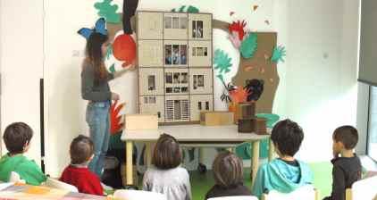 Atelier conté avec le livre géant dans un centre de loisirs de la Ville de Paris